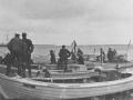 Fiskerne sejlede turister ud til fregatten Jylland.jpg